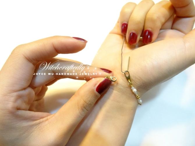 Tips_use-a-paperclip-to-put-bracelets-on
